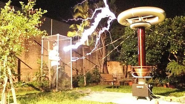 Tesla coil demonstartion