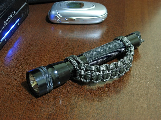 paracord flashlight handle