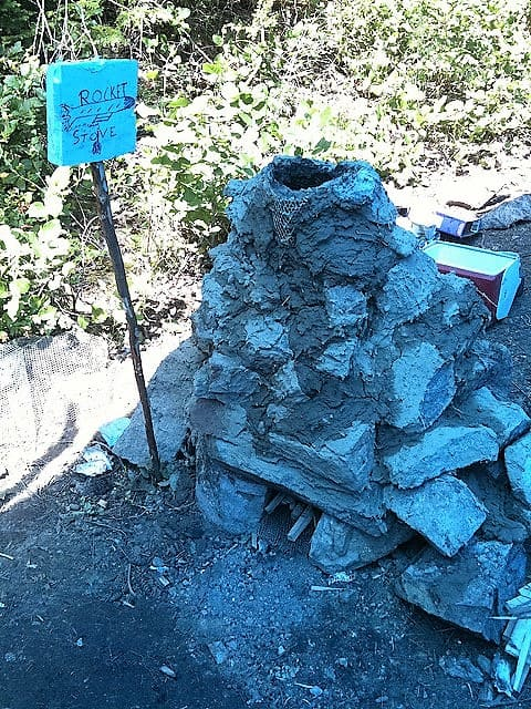 mud rock rocket stove design