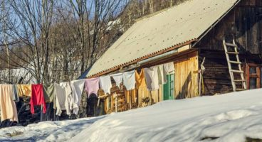 10 Off Grid Washing Machine and Laundry Options