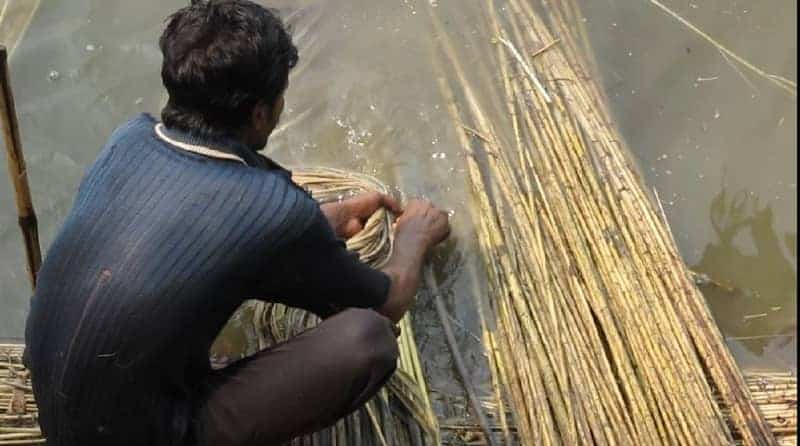 making rope from jute