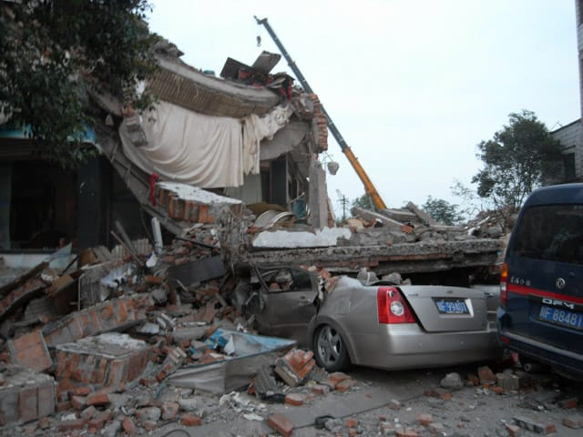 damage outdoors during earthquake