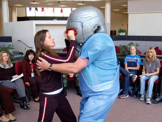 eye jab self defense move