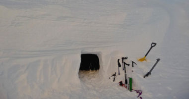 How to Build a Snow Cave For Winter Survival